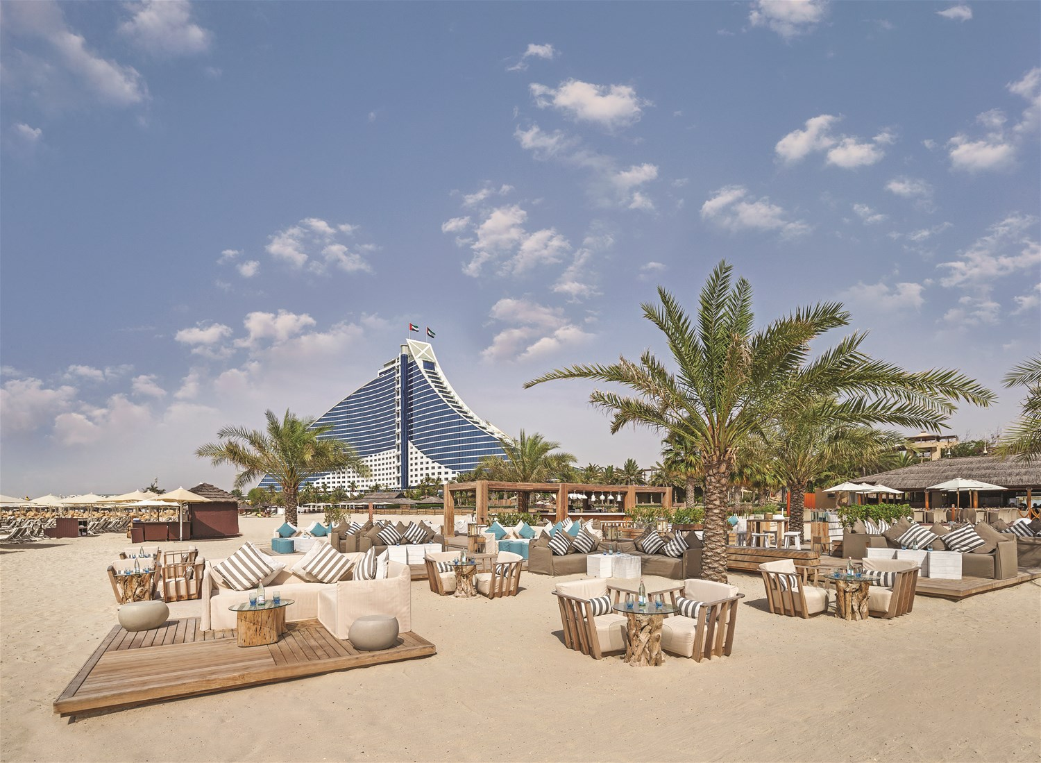Jumeirah beach hotel dubai uae trailfinders the travel for Dubai hotels near beach