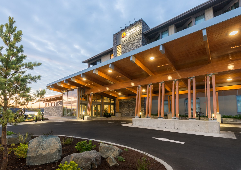 Comfort Inn Suites Vancouver Island The Sunshine Coast Western Canada Trailfinders The