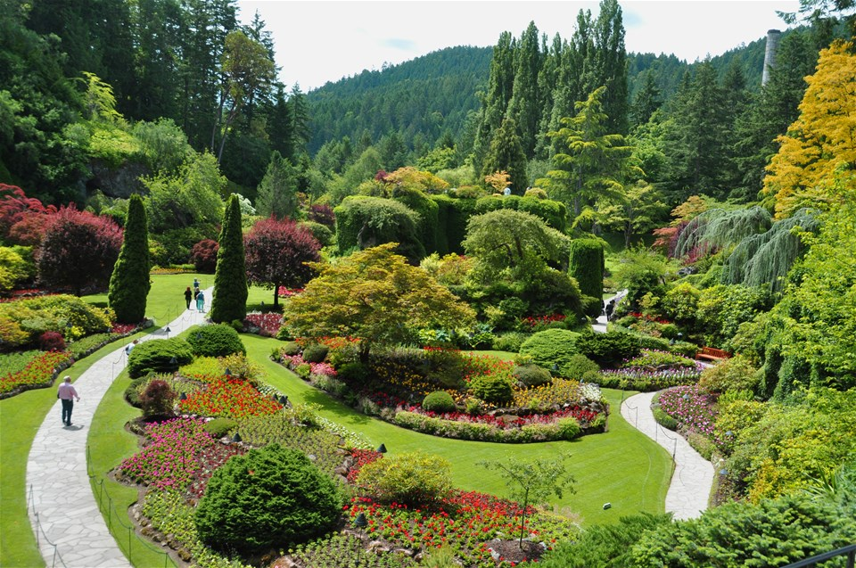 Ultimate victoria whales butchart gardens gulf islands - Butchart gardens tour from victoria ...
