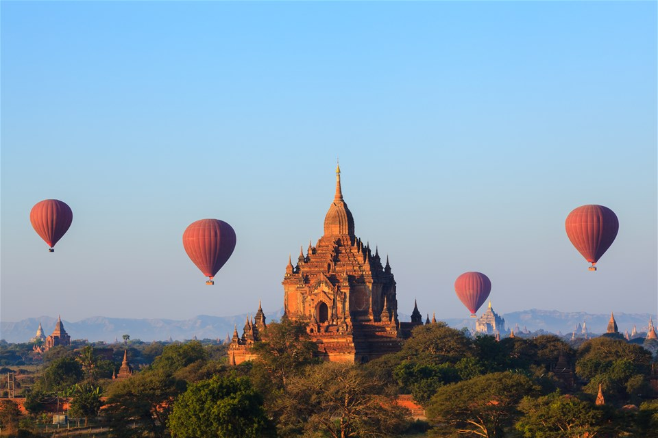 Rise Above It - The world's most spectacular balloon flights