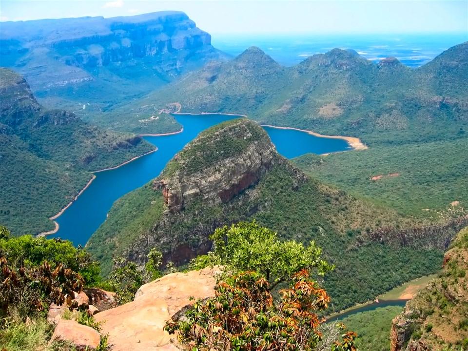Touring The Drakensberg Mountains