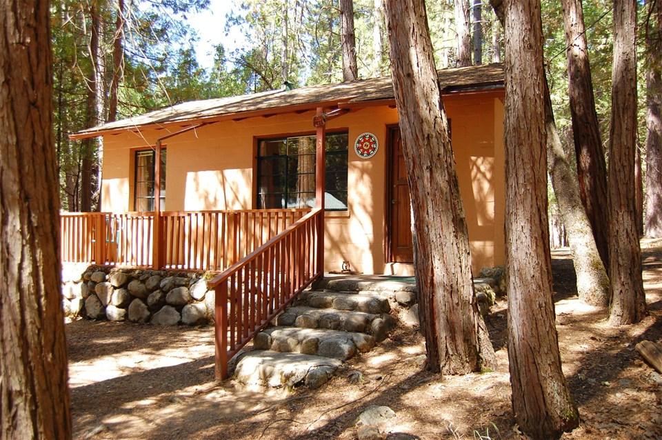 Yosemite california 39 s national parks hotels trailfinders for Cabins inside yosemite national park