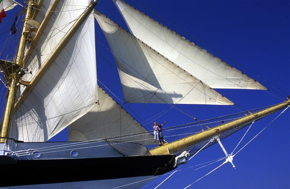 Discover the Splendour of Tall Ship Sailing