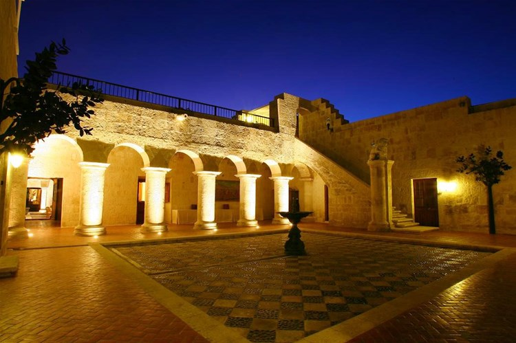 Arequipa hotels trailfinders for Hotel casa andina classic arequipa